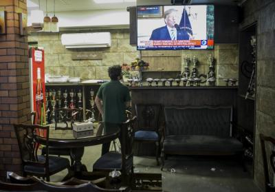 A man watches the news broadcast on U.S. withdrawal from the Iran nuclear deal at a teahouse in central Tehran, capital of Iran, on May 8, 2018. U.S. President Donald Trump said on Tuesday that he will withdraw the United States from the Iran nuclear deal, a landmark international agreement signed in 2015. Photo: ČTK/imago stock&people/Ahmad Halabsiaz.
