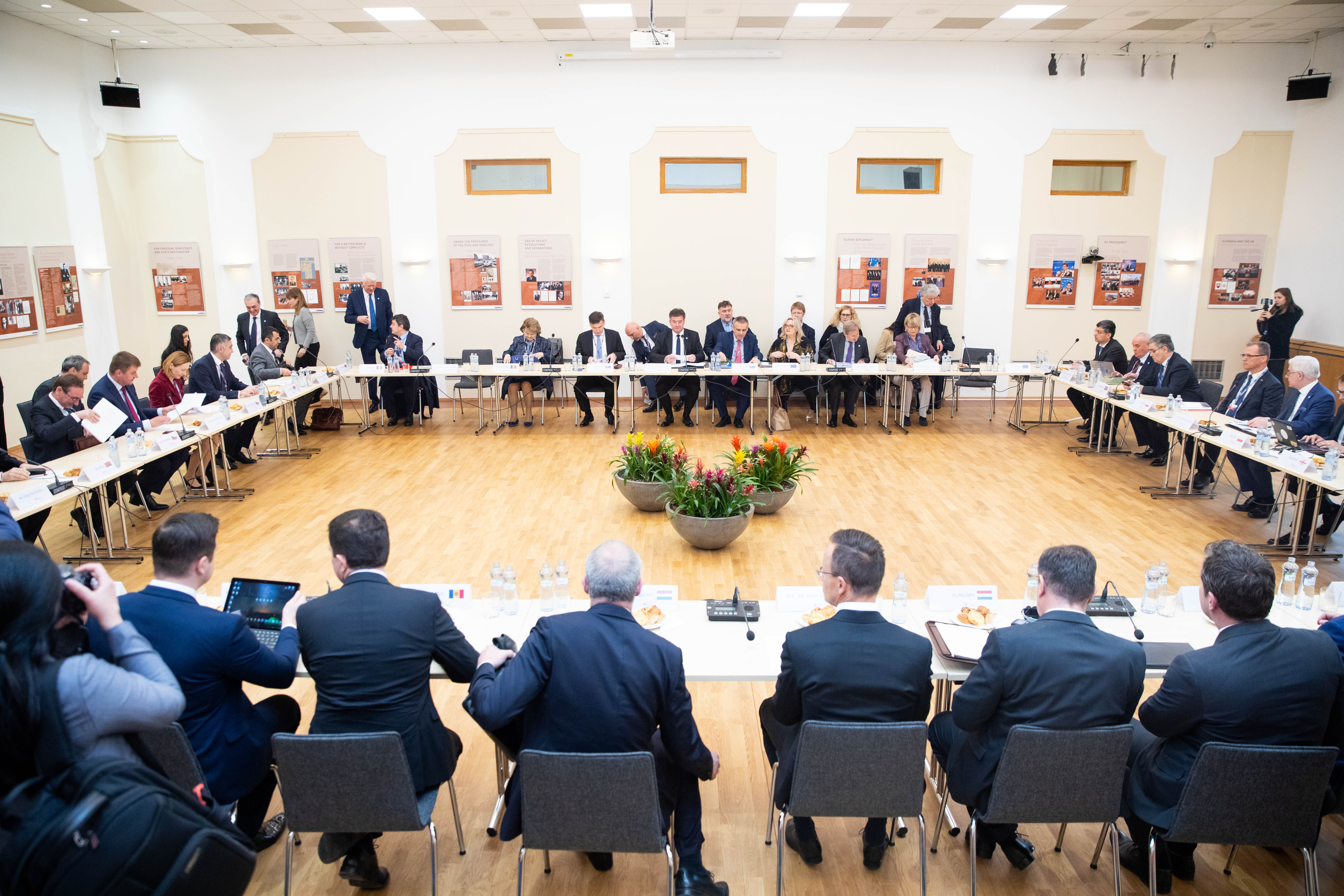 V4 Foreign Affairs Ministers Meet their Counterparts from